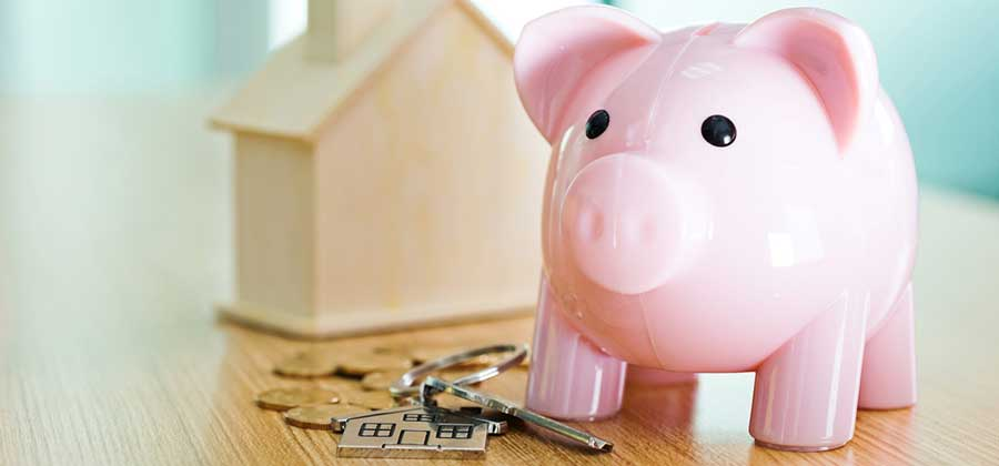 Piggy bank and house keys